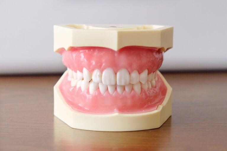 宝塚で咬み合わせ治療なら安福歯科医院